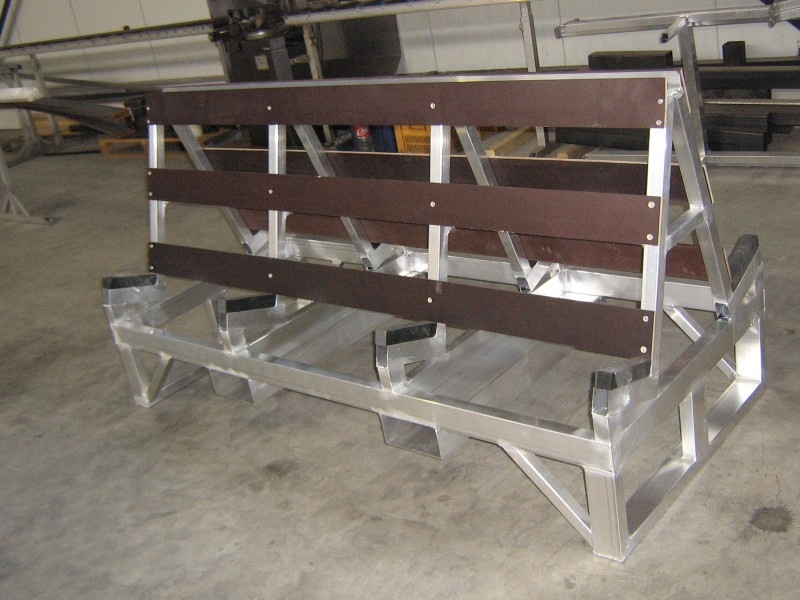 Double glasshouse glass storage rack with forklift provision