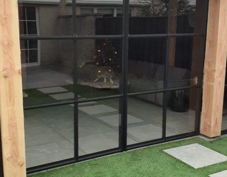 Aluminium schuifdeuren houten veranda staallook antraciet zwart (4)