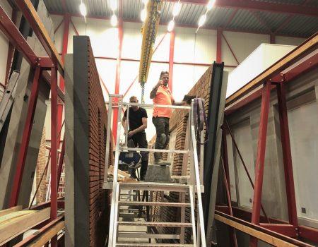 Aluminium werkplateau op hoogte in de praktijk
