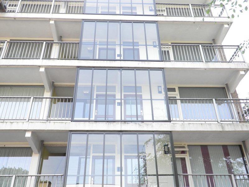 Batist aluminium galerij balkonscherm renovatie VVE appartementen