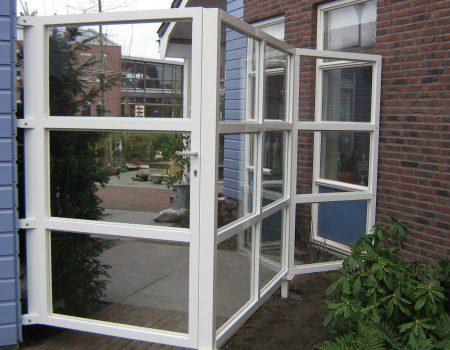 Batist terrascherm wit afsluiting met deur aluminium