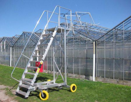 Verrijdbare trap platform met wielstel